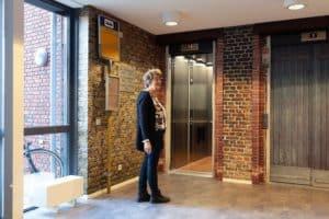 vrouw met dementie in belevingsgericht woonzorgcentrum Vivent Berlerode