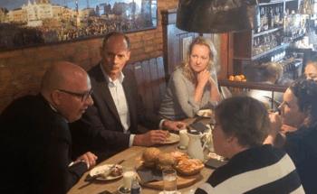Burgemeester Mikkers loopt mee met gespecialiseerd verpleegkundigen van Vivent
